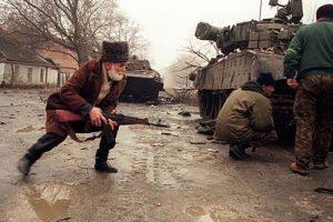 La resistencia chechena lucha contra las tropas rusas. Foto:Getty. Imagen Por: