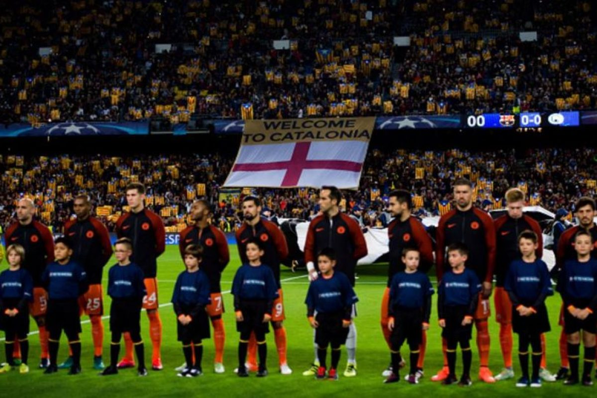 Pitan el himno de la Champions aficionados de Barcelona Foto:Getty Images. Imagen Por: