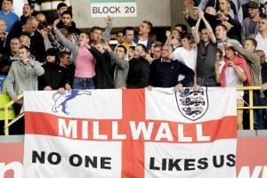 En la época donde la violencia de los hooligans estaba destada en Inglaterra, los fanáticos del Milwall eran de los más peligrosos. Organizaron peleas con gran parte de las barras de todos los equipos ingleses y famosos fueron sus enfrentamientos ante los hinchas del West Ham, dejando múltiples fallecidos. Foto:Getty Images. Imagen Por: