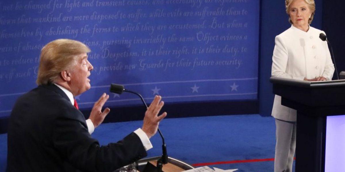 Trump pierde valiosa ocasión y Clinton avista la puerta de la Casa Blanca tras último debate