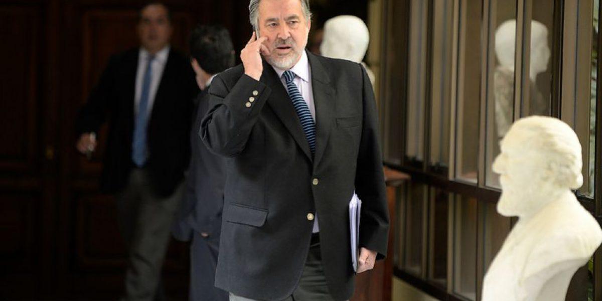 Guillier asegura que Gobierno tomó partido por Ricardo Lagos tras cambio de gabinete
