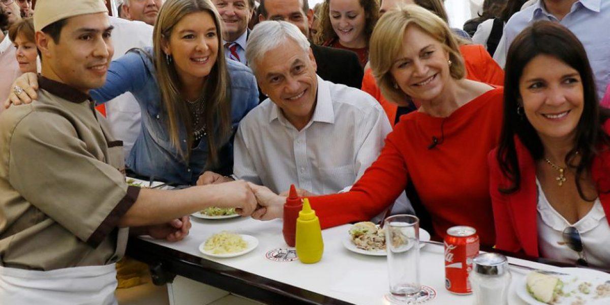 Matthei cierra campaña electoral en Providencia comiendo lomito con Piñera