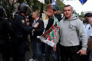 Además de agredir a dos meseras, los hinchas se enfrentaron con las policía en la previa del partido de Champions League Foto:Getty Images. Imagen Por: