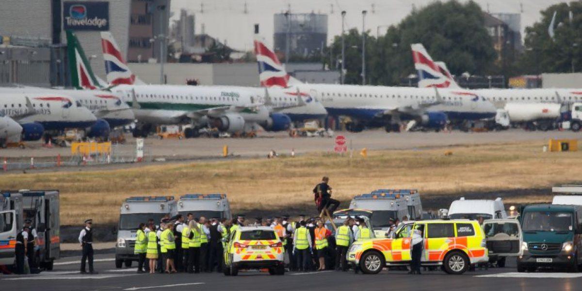 Reabren aeropuerto de Londres que fue evacuado por