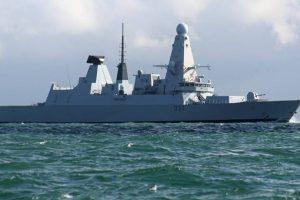 El HMS Duncan, uno de los modernos destructores ingleses que vigila a los rusos. Foto:Facebook Dover-Marina.com. Imagen Por: