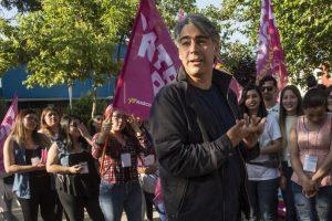 Hoy, Marco Enríquez-Ominami, siguió criticando a la clase política y empresarial, tal como ayer en la conferencia de prensa que realizó tras la audiencia de formalización por el caso SQM Salar. Foto:ATON. Imagen Por: