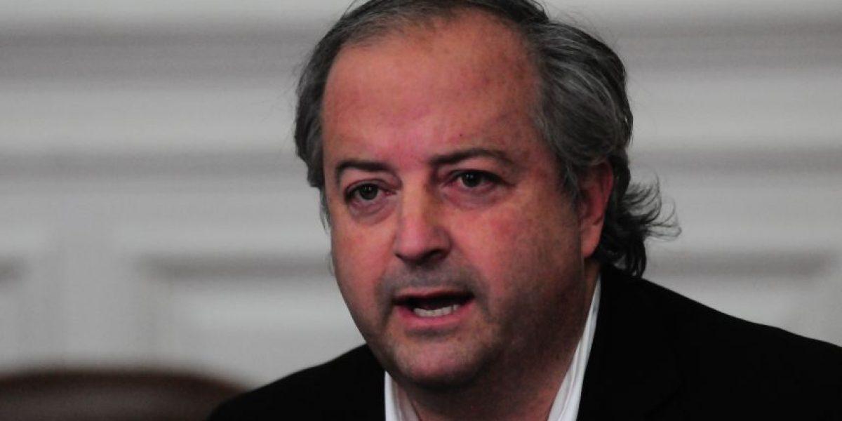 Monckeberg insistió en vínculo de ministro Campos con firma de abogados