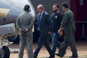 """Pero las redes sociales se preguntaban quién era el policía """"Hipster"""" que lo escoltaba Foto:AFP. Imagen Por:"""