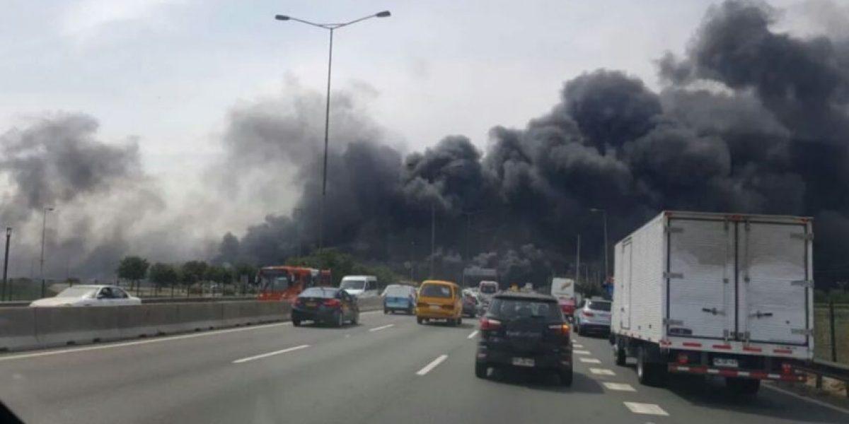 Incendio en las cercanías del aeropuerto de Santiago moviliza a Bomberos