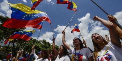Marcha de mujeres exige en Caracas referendo revocatorio contra Maduro
