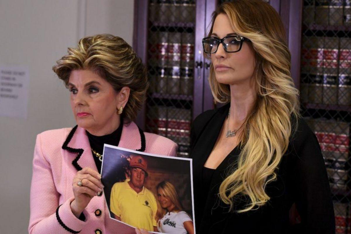 Jessica Drake y la abogada Gloria Allred en conferencia de prensa Foto:AFP. Imagen Por:
