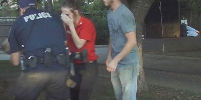 Dramático momento en que policía salva a niño de morir se vuelve viral