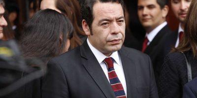 Ministro de Justicia remueve a Luis Acevedo de la dirección del Registro Civil