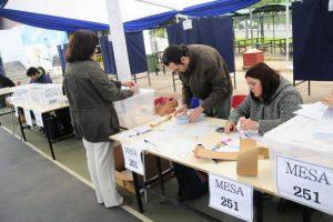 La elección estuvo marcada por una baja asistencia. Hasta el cierre de esta edición, un 66% de los chilenos habilitados para votar no concurrieron a las urnas. Foto:Agencia UNO. Imagen Por: