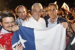 Chile Vamos aumentó el número de alcaldías a nivel nacional. El Ex Presidente, Sebastián Piñera celebró junto al nuevo alcalde de Santiago, Felipe Alessandri. Foto:Agencia UNO. Imagen Por: