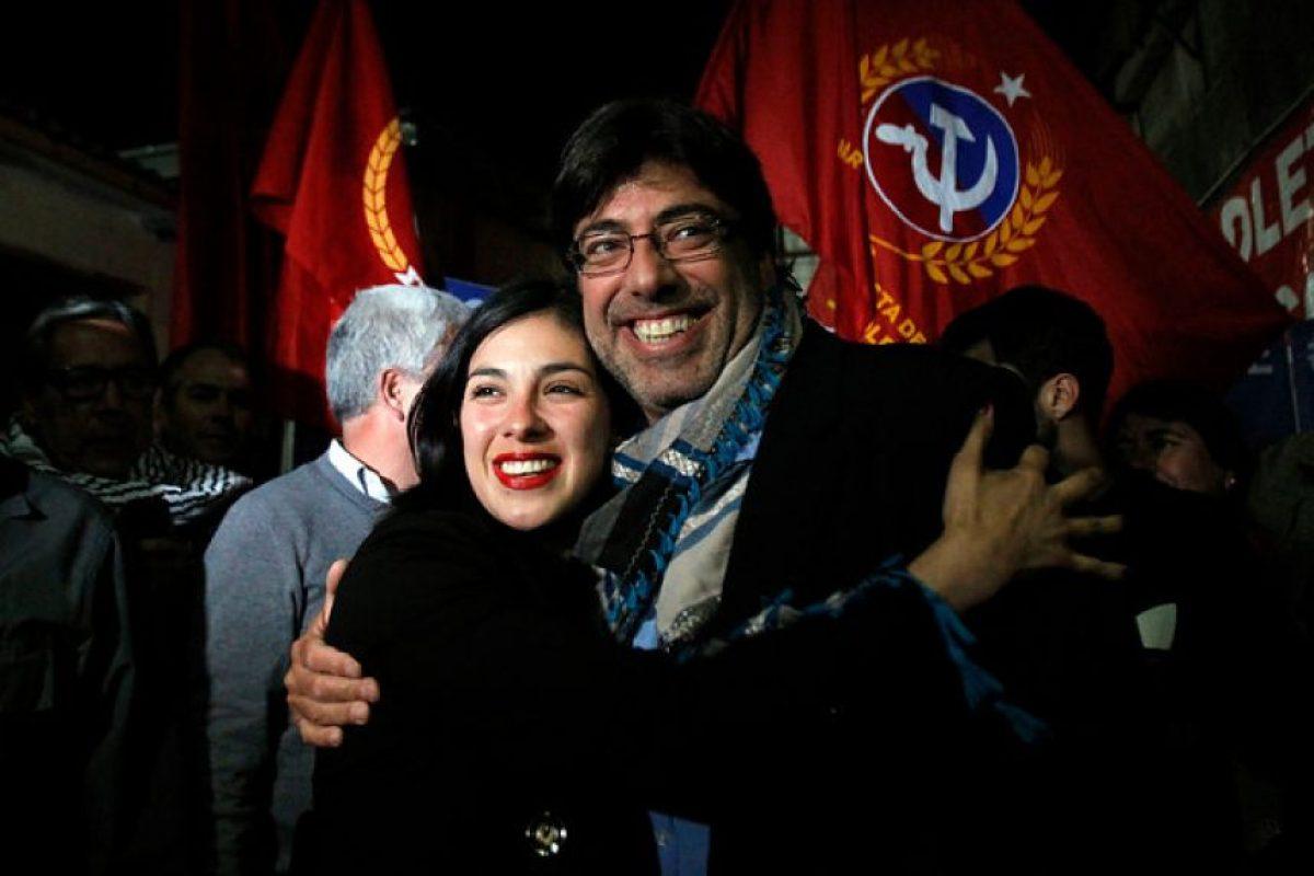 Daniel Jadue celebra junto a Karol Cariola Foto:Aton. Imagen Por: