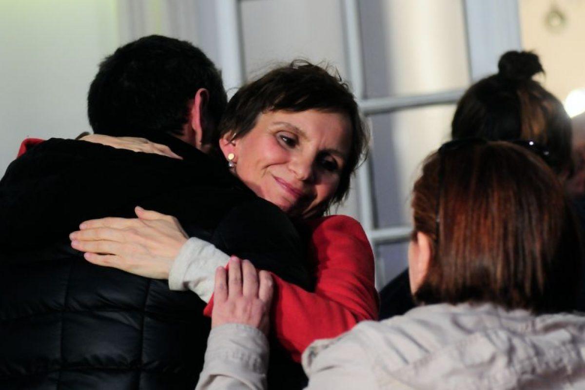 En la foto, la alcaldesa Carolina Tohá felicita al candidato ganador, Felipe Alessandri. Foto:Agencia UNO. Imagen Por: