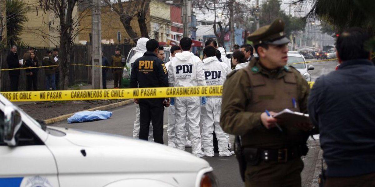 Mujer es hallada sin vida en Santiago Centro