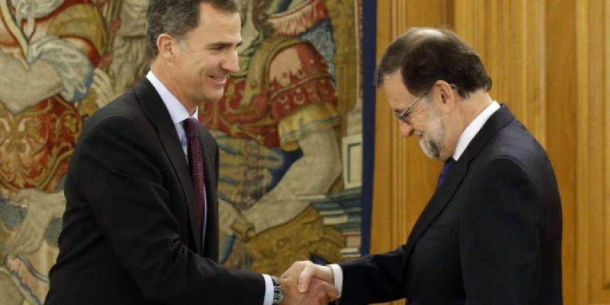 Rajoy anuncia que rey de España le encargó formar nuevo Gobierno
