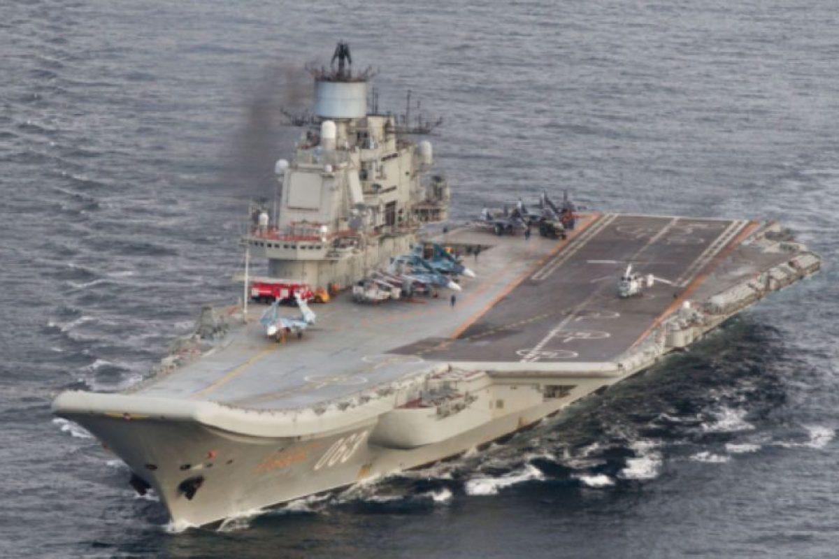 El portaaviones nuclear Almirante Kuznetsov, buque insignia de la armada rusa. Foto:AFP. Imagen Por: