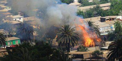 Incendio en Vallenar: evacuan a 60 familias y suspenden clases