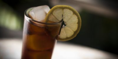 Gobierno defiende plan contra el consumo de alcohol que busca prohibir barras libres y