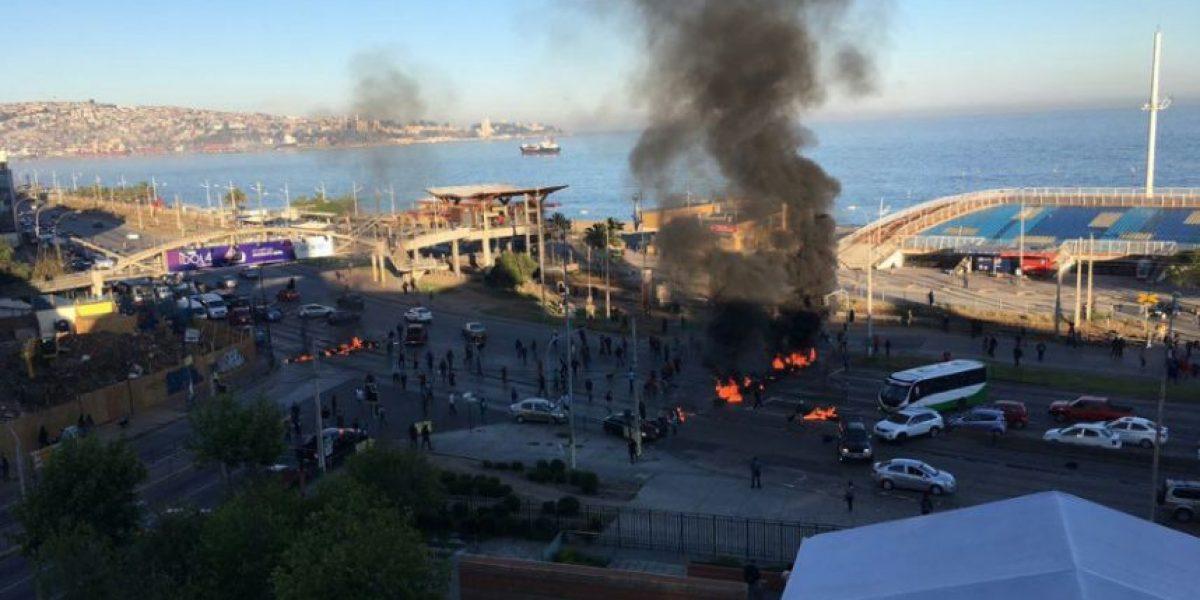 Pescadores artesanales instalan barricadas en Caleta Portales en protesta por