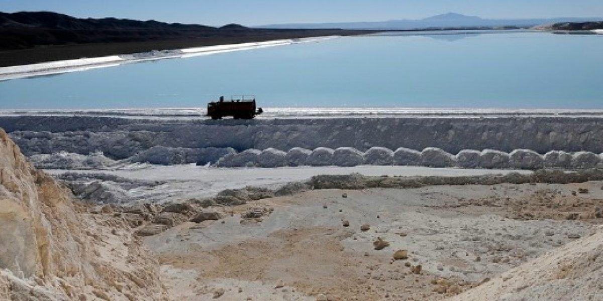 Autorizan a empresa a elevar su cuota de extracción de litio desde el Salar de Atacama