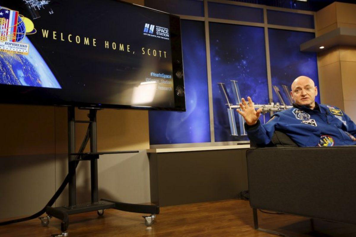 El astronauta estadounidense Scott Kelly vivió ahí 340 días consecutivos. Le dio la vuelta al mundo cinco mil 440 veces Foto:Getty Images. Imagen Por: