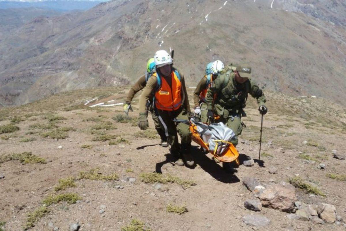 Rescatistas retiran los cuerpos de los jóvenes muertos Foto:Rodrigo Fuentes. Imagen Por: