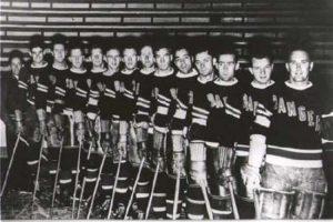 Los papeles quemados: New York Rangers celebró el título de 1940. El equipo de la NHL quemó los papeles de la deuda de su estadio que recién habían terminado de pagar. Pero ese gesto se transformó en una verdadera maldición y estuvieron 54 años sin títulos. En 1994 volverían a celebrar.. Imagen Por: