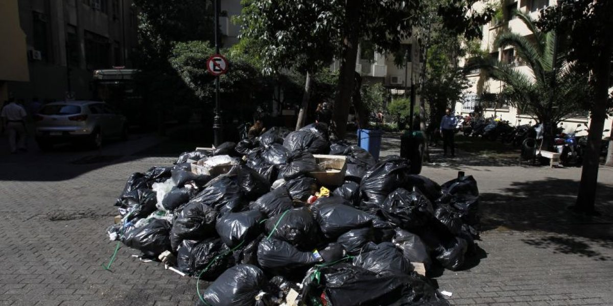 Basura se acumula en Santiago por paro de funcionarios públicos