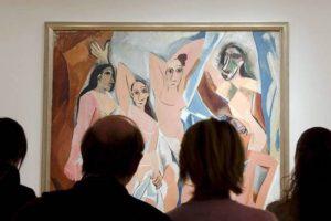 El polvo es un problema para la protección de las pinturas y en el museo descubieron un inusual método para protegerlas. Foto:Efe. Imagen Por: