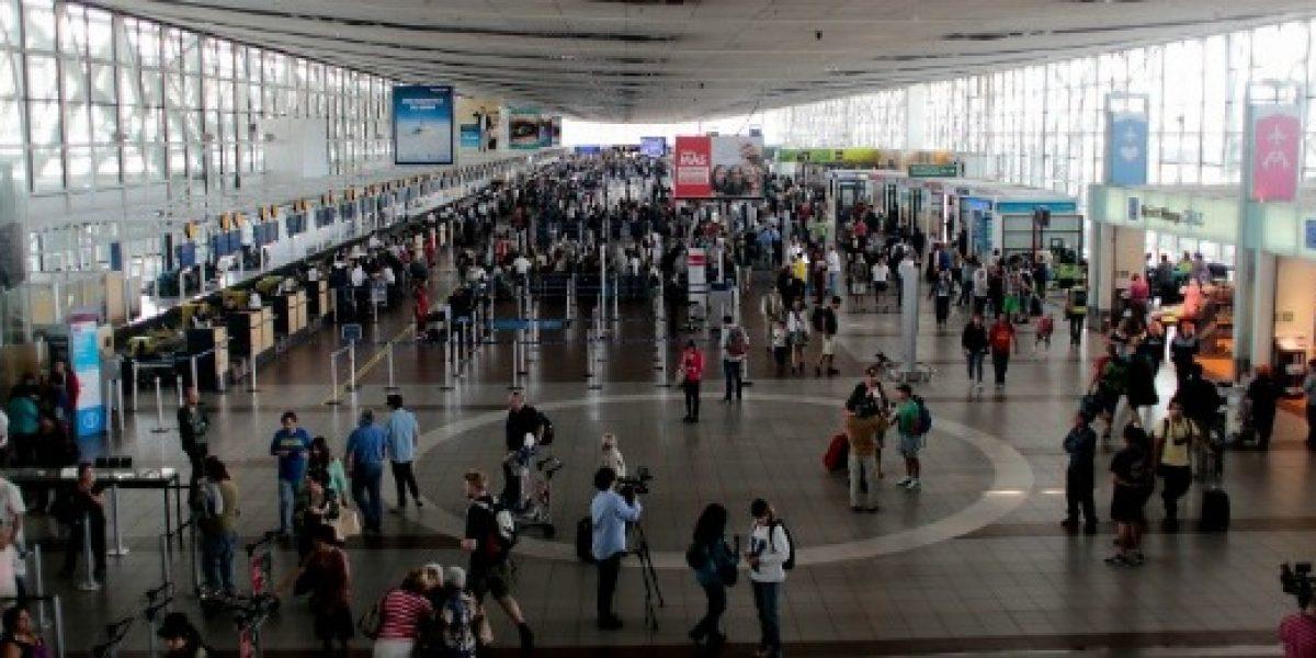 Cerca de 18 mil pasajeros diarios pasarán por el aeropuerto de Santiago este fin de semana largo