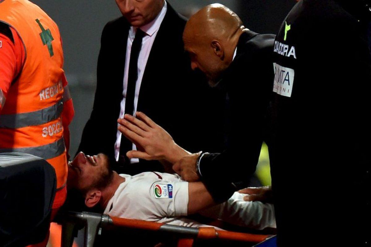 El polifuncional jugador de la Roma se rompió ligamentos en el partido ante Sassuolo Foto:Getty Images. Imagen Por: