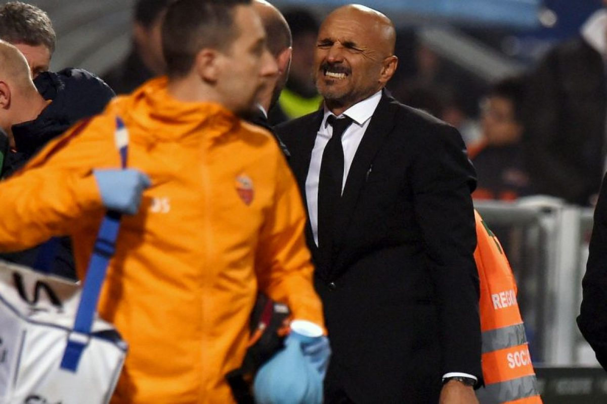 Todos lamentaron la lesión de Florenzi. El técnico de la Roma, Luciano Spaletti, no podía creerlo Foto:Getty Images. Imagen Por: