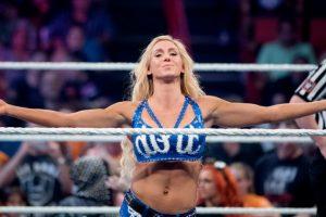 Frente a Charlotte Foto:WWE. Imagen Por: