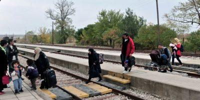 Cansados de esperar en Grecia, refugiados sirios intentan volver a casa