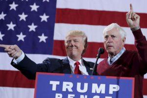 Donald Trump tuvo un rally en Michigan, en donde fue acompañado por Bobby Knight Foto:AFP. Imagen Por: