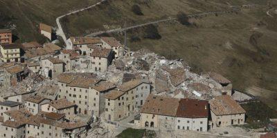 Terremoto en Italia: el conmovedor rescate de un perro de los escombros