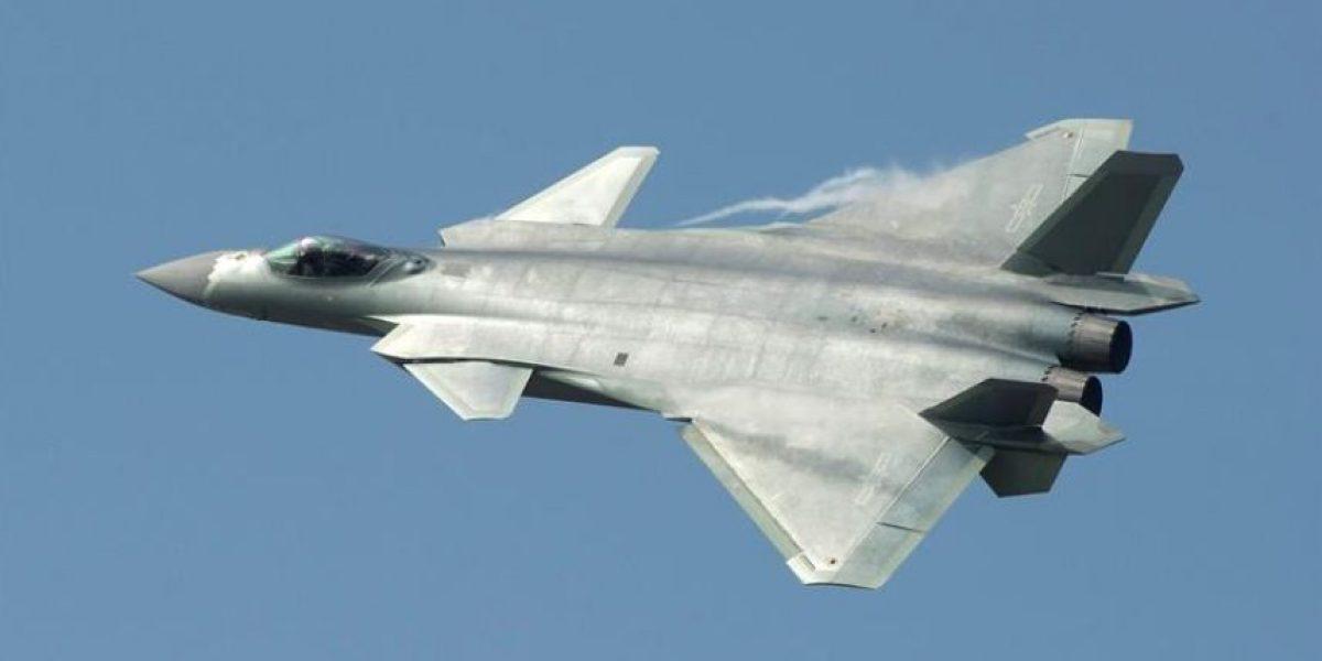 """China se suma a carrera armamentista y presenta el Chengdu J-20: su caza """"invisible"""""""