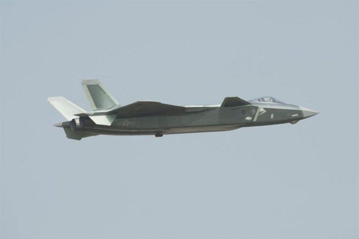 El Chengdu J-20 en acción. Foto:EFE. Imagen Por: