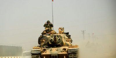 Turquía despliega tanques y artillería en la frontera con Irak