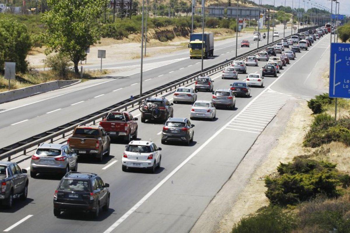 Durante el fin de semana salieron de la Región Metropolitana 506 mil vehículos. Foto:Agencia UNO. Imagen Por: