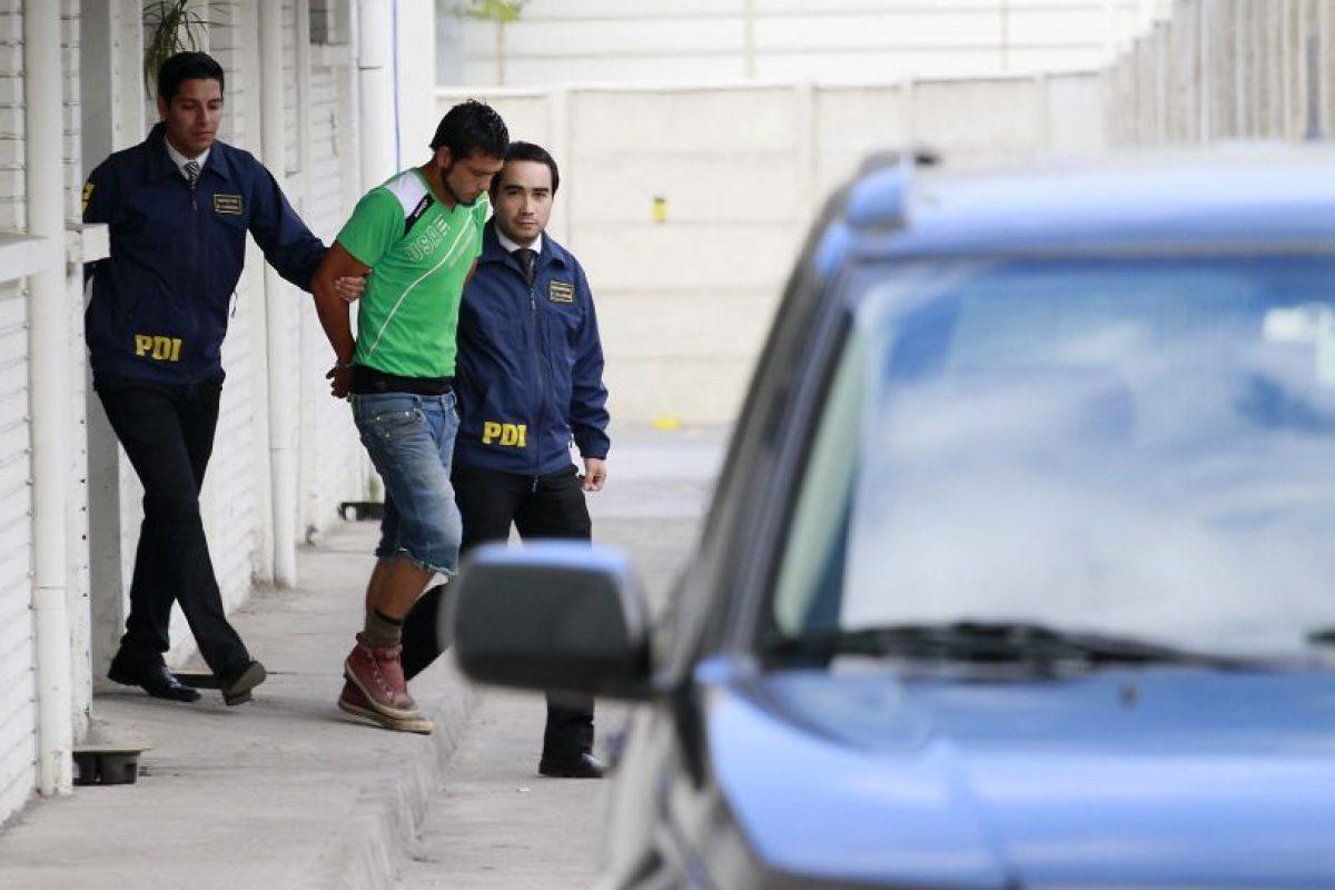 El hombre fue detenido hoy, luego que ayer encontraran el cadáver de Claudia Andrea Núñez Palacios (27) en un canal de regadío al interior de un contenedor de plástico. Foto:Agencia UNO. Imagen Por: