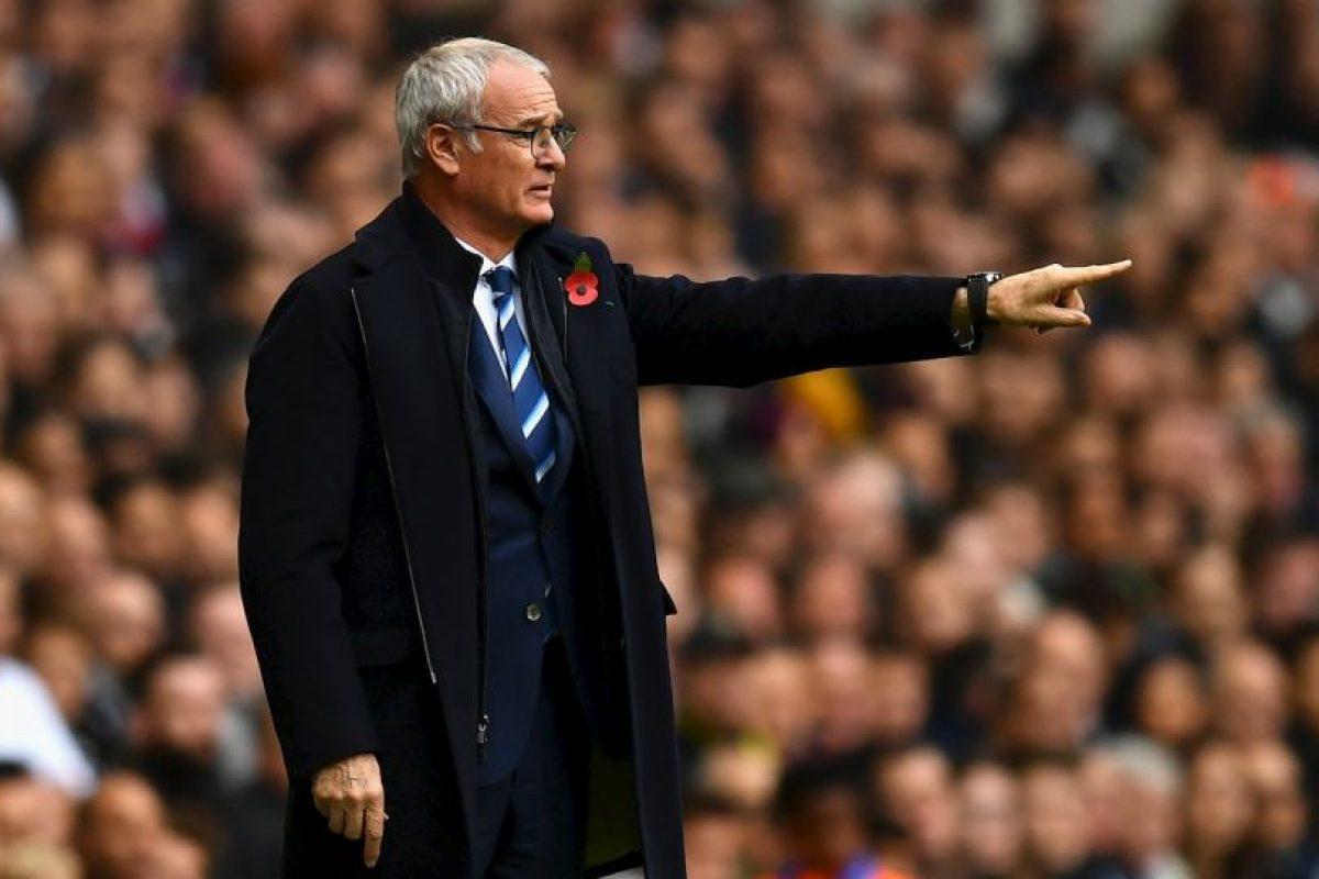 Claudio Ranieri (Leicester): Llegó a los Foxes tras fracasar en la selección de Grecia y su gran objetivo era salvar del descenso. Sin embargo, comandó a un equipo sorprendente y los hizo ganar la Premier League, dando el golpe a la cátedra en Inglaterra. 'Ranieri inculcó a sus hombres un espíritu de equipo inigualable, inspirándolos a acabar ganando la liga de forma increíble y contra todo pronóstico', señala el máximo organismo del fútbol. Foto:Getty Images. Imagen Por: