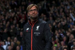 Jurgen Klopp (Liverpool): Llegó a los Reds en octubre de 2015 y su misión de levantar a un equipo golpeado no era fácil. Sin embargo, demostró que podía implementar su estilo de juego e, incluso, llegó a la final de la Europa League, donde cayó con Sevilla. 'Se presentó como The Normal One, pero el alemán es cualquier cosa menos un entrenador al uso: expresa de un modo único su pasión por el fútbol en la línea de banda e imprime a sus equipos un estilo de juego agresivo y dinámico, marcado por una presión intensa sobre sus rivales', son las razones para su nominación Foto:Getty Images. Imagen Por: