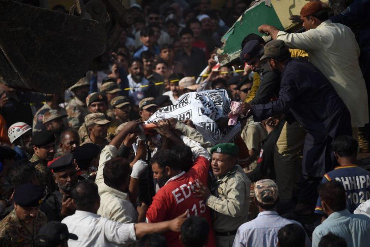 Los trabajos de rescate continúan en marcha y que es posible que aumente el número de víctimas mortales. Foto:AFP. Imagen Por: