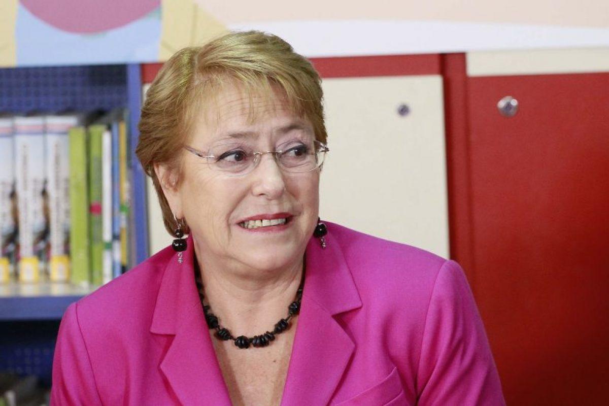 El nivel de aprobación de la Presidenta Bachelet siempre se ha mantenido algunos puntos por sobre los del Gobierno en general, sin embargo su aprobación actual alcanza sólo un 24% Foto:Agencia UNO. Imagen Por: