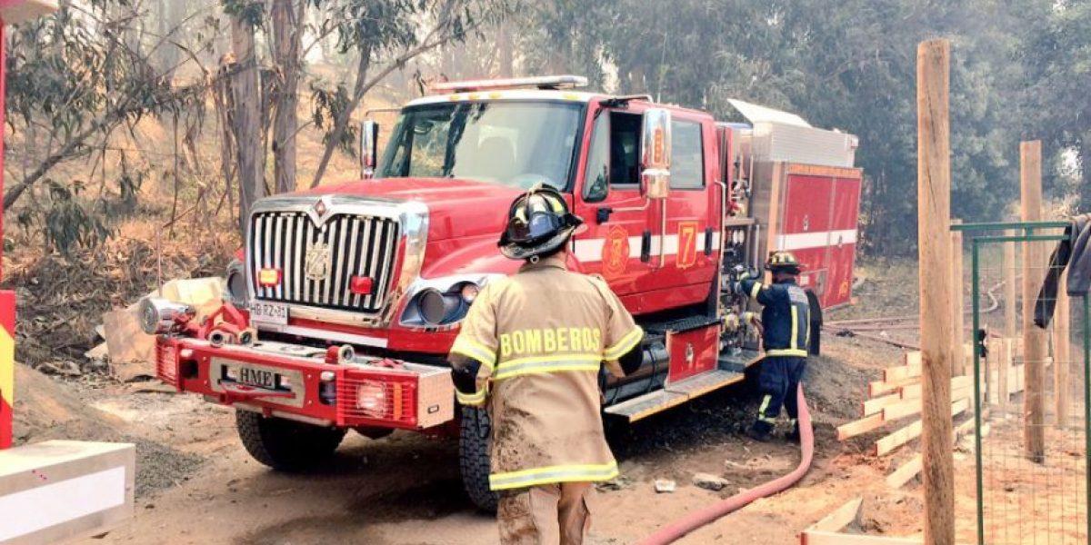 Declaran alerta roja por incendio forestal en Concón